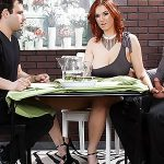Imagen Mujer trae a cenar al peor enemigo de su marido y se lo folla delante de él (Siri)