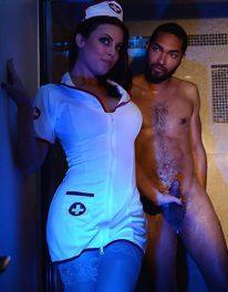 La enfermera Nuru (Britney Amber)